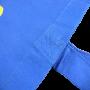 Baumwolltasche in dunklem Blau mit Siebdruck und langen Trageschlaufen in Nahaufnahme