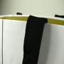 Exklusive Papiertasche in Bootsform , Strukturpapier und geklebten Bandschlaufen in Nahaufnahme