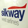 """Exklusive Papiertasche """"silkway"""" in Weiß mit glänzender Laminierung und dezentem Logo-Design in Nahaufnahme"""