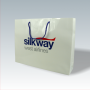 """Exklusive Papiertasche """"silkway"""" in Weiß mit glänzender Laminierung und dezentem Logo-Design"""