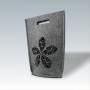 Kleine Filztasche in Grau mit Ausschnitt