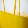"""Kraftpapiertasche """"Käsealm"""" mit gedrehten Papierkordeln in Nahaufnahme"""