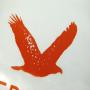 """Plastiktüte """"Federleicht"""" aus durchsichtigem Material und mit orangenen Akzenten in Nahaufnahme"""