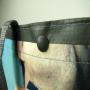 Kleine PP Woven Tasche mit Fotomotiv und grauen Akzenten in Nahaufnahme