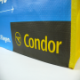 PP Woven Tasche mit dezentem Fotomotiv und langen Kunststofftrageschlaufen für Condor in Nahaufnahme