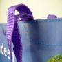 PP Woven Tasche mit Fotomotiv, Knopfverschluss und doppelten Trageschlaufen aus Kunststoff in Nahaufnahme