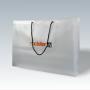 exklusive Kunststofftasche mit langen Tragekordeln