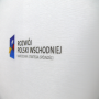 Transparente Papiertasche mit Randumschlagverstärkung und minimalistischem Aufdruck in Nahaufnahme