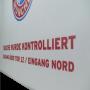Transparente Papiertasche mit FC Bayern München Motiv in Nahaufnahme
