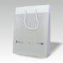 Transparente Papiertasche mit Randumschlagverstärkung und langen Kordeln