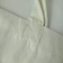 Sehr großzügige Baumwolltasche mit kurzen Tragebändern und gestochen scharfem Siebdruck in Nahaufnahme